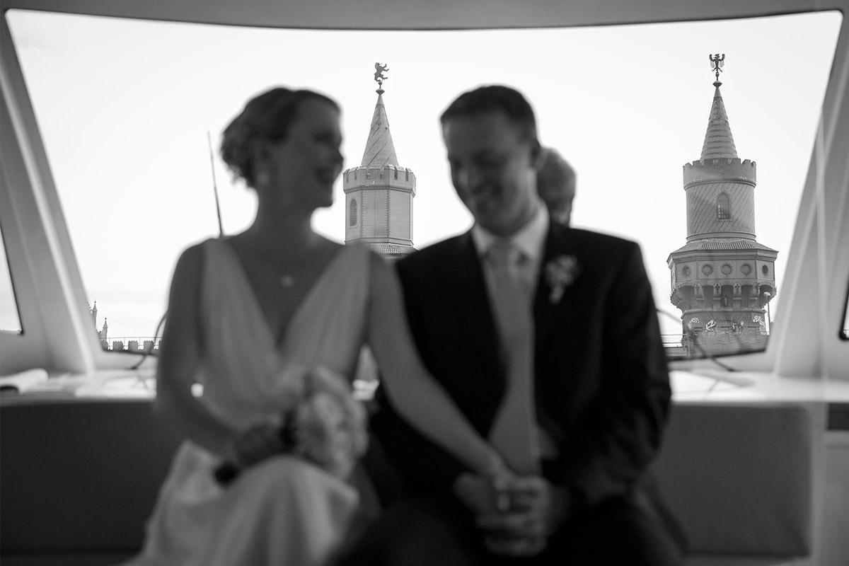 Hochzeitszeremonie auf dem Solarschiff Solon auf der Spree in Berlin © Hochzeitsfotograf Berlin hochzeitslicht