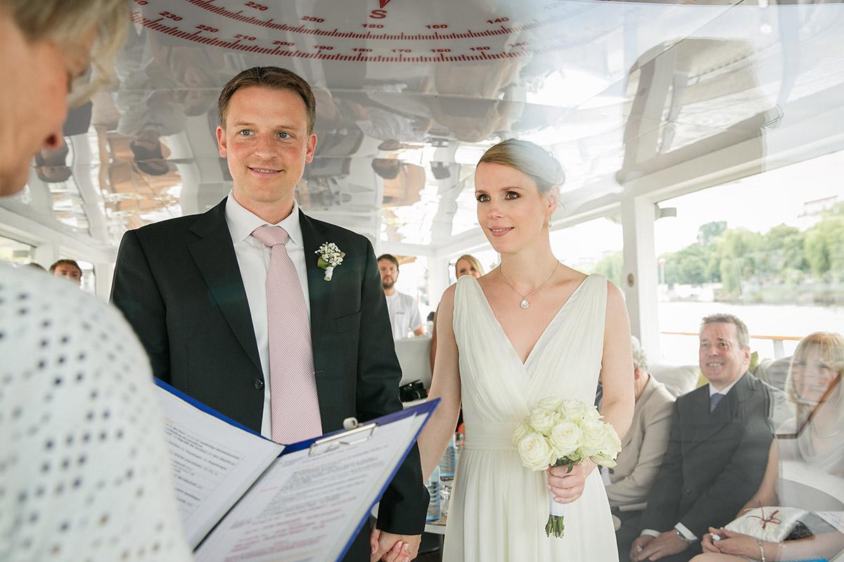 Professionelles Hochzeitsfoto bei standesamtlicher Trauung in Berlin-Mitte © Hochzeitsfotograf Berlin www.hochzeitslicht.de