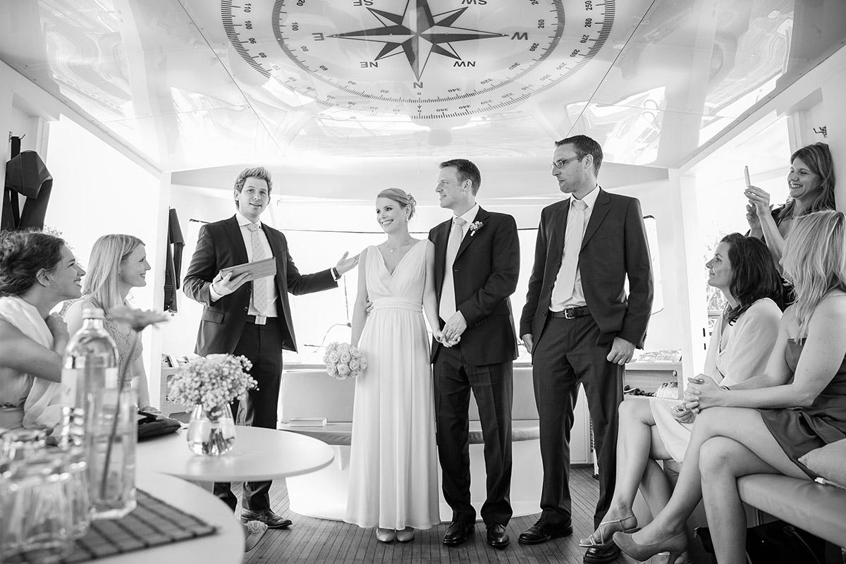 Hochzeitsfotografie auf Spree-Schiff von professionellem Berliner Hochzeitsfotografen © Hochzeitsfotograf Berlin www.hochzeitslicht.de
