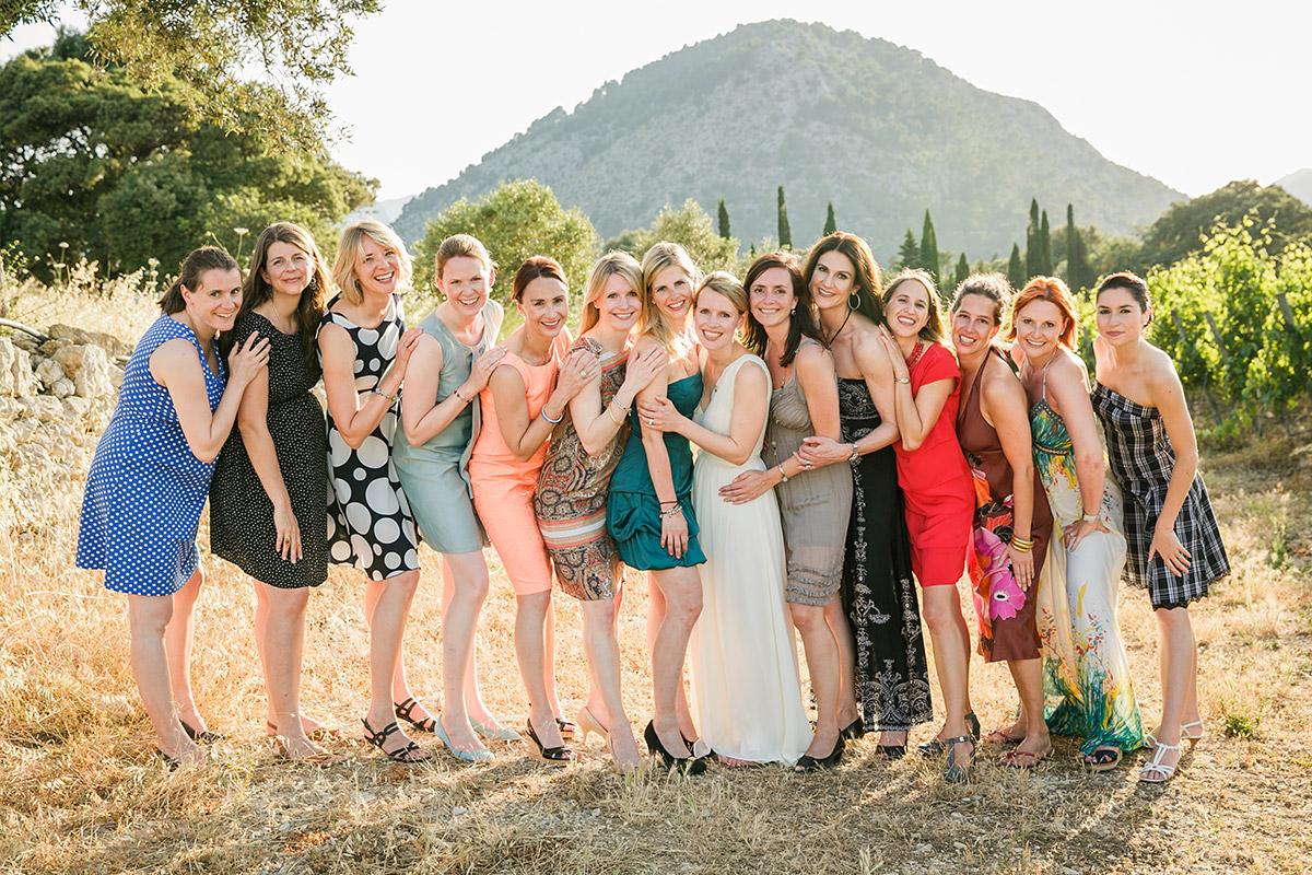 Gruppenfoto bei Sommerhochzeit auf Mallorca von professionellem Hochzeitsfotograf © Hochzeitsfotograf Berlin www.hochzeitslicht.de