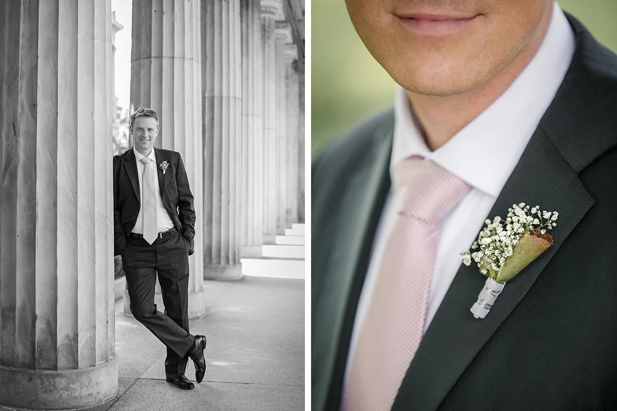 Hochzeitsfotos des Bräutigams und Detailfoto Ansteckstrauß aus Schleierkraut © Hochzeitsfotograf Berlin hochzeitslicht