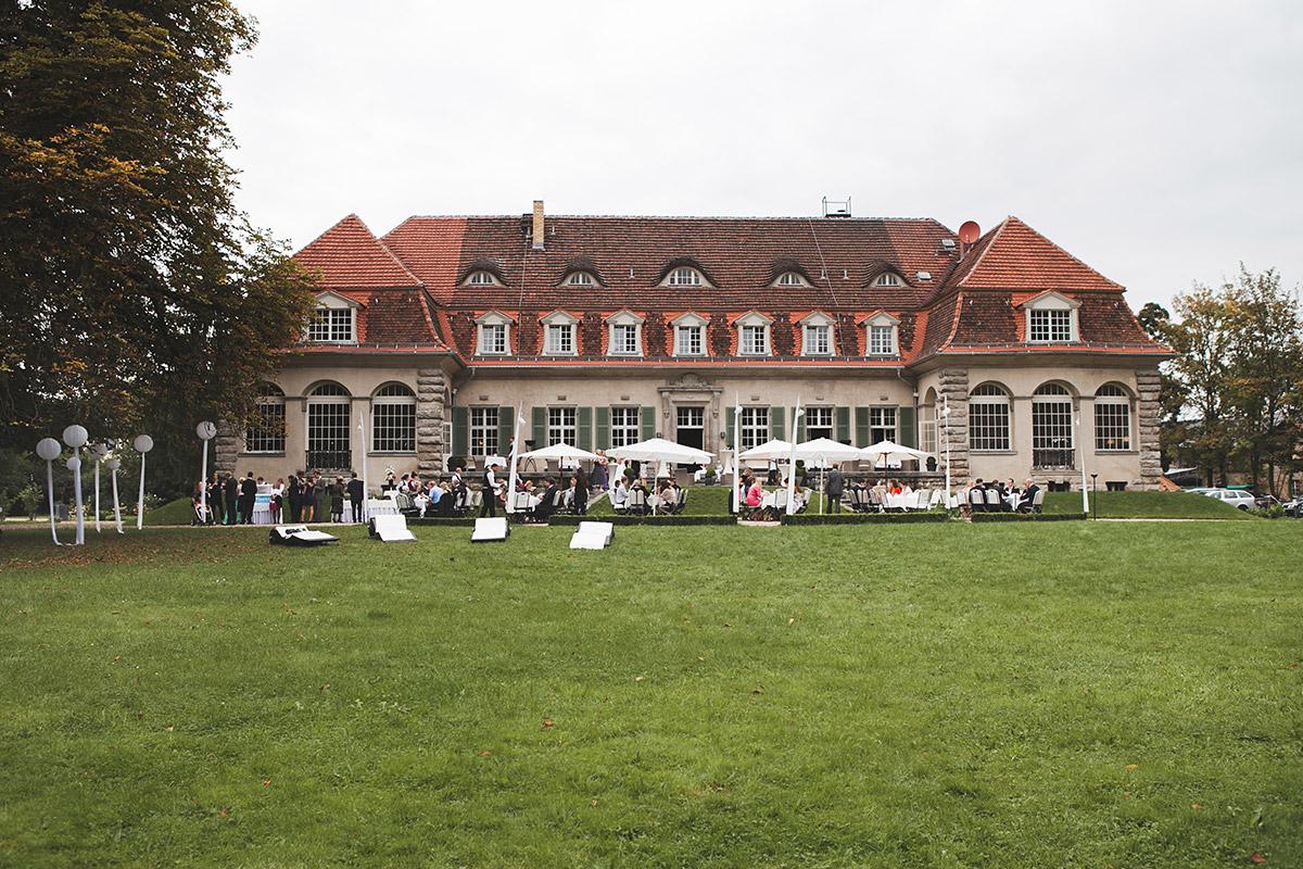 Foto von Hochzeitsfeier auf Schloss Kartzow Potsdam © Hochzeitsfotograf Berlin www.hochzeitslicht.de