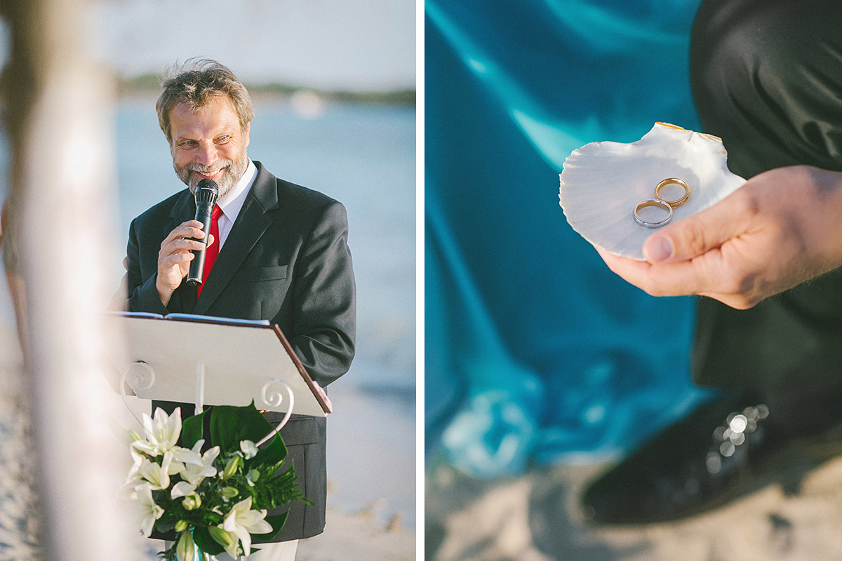 Redner bei Strandhochzeit und Detailfoto der Ringe in Muschel bei Ja-Wort auf Mallorca © Hochzeitsfotograf Berlin hochzeitslicht
