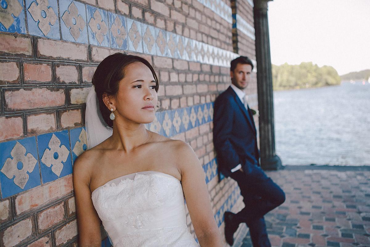 Brautpaarfoto vor Heilandskirche Sacrow © Hochzeitsfotograf Berlin www.hochzeitslicht.de