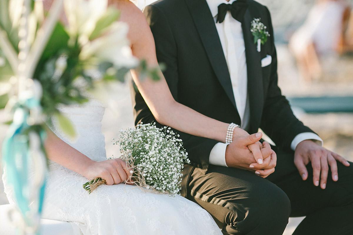 Hochzeitsfoto von Brautpaar bei Strandhochzeit in Es Trenc Mallorca © Hochzeitsfotograf Berlin hochzeitslicht