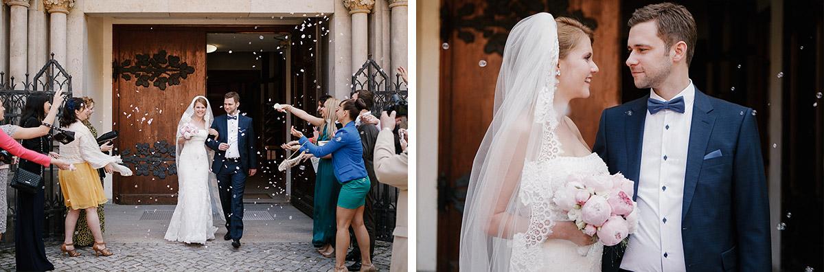 Hochzeitsfotografien nach Auszug von Brautpaar aus St. Sebastian Kirche bei Hochzeit im Meistersaal Berlin © Hochzeitsfotograf Berlin www.hochzeitslicht.de