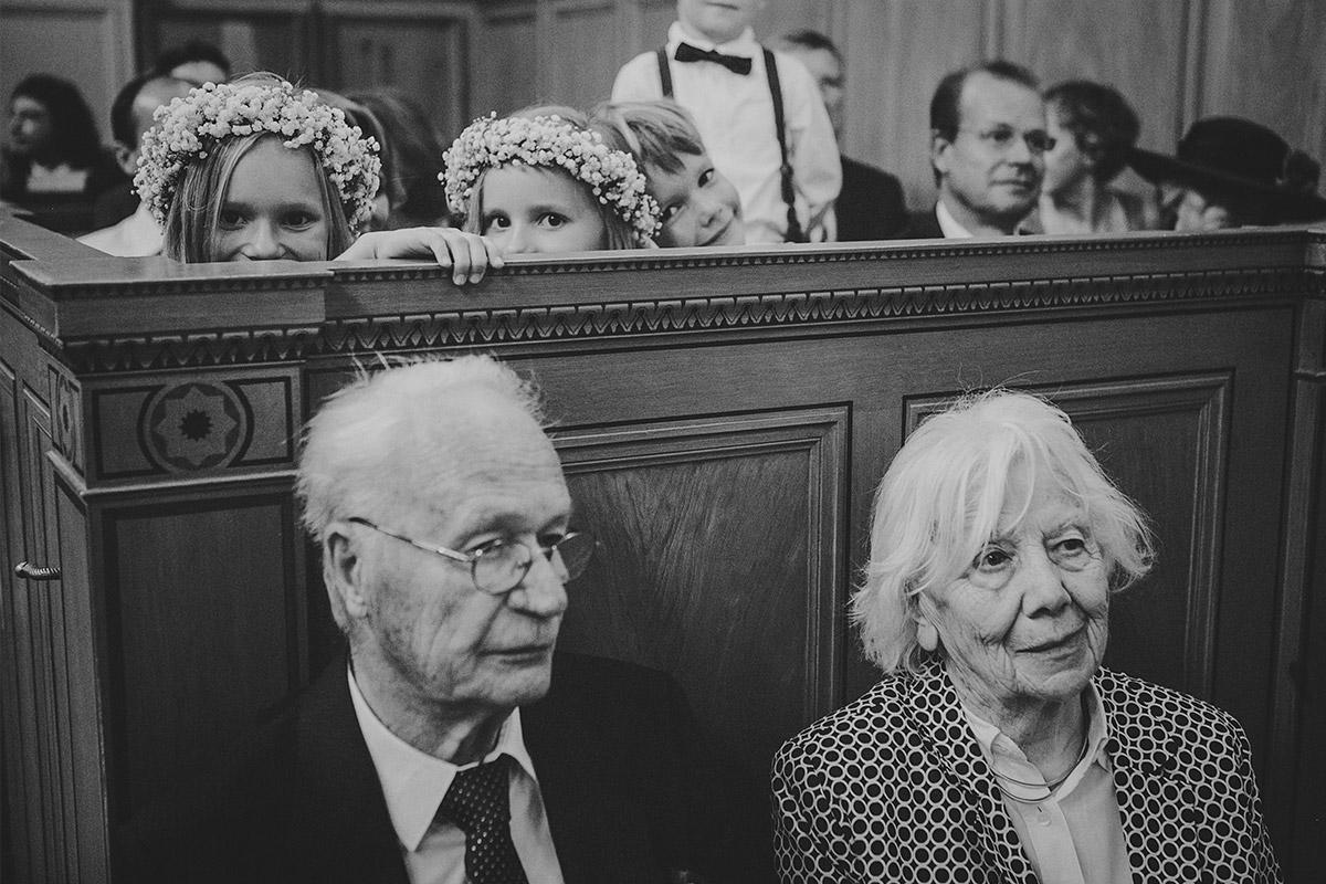Hochzeitsreportagefoto von Trauung in Heilandskirche Sacrow Potsdam © Hochzeitsfotograf Berlin hochzeitslicht