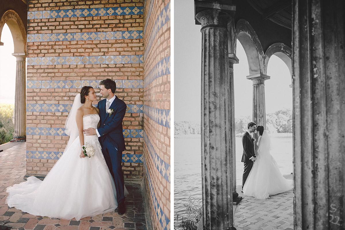 Brautpaarfoto bei Heilandskirche Sacrow Hochzeit © Hochzeitsfotograf Berlin www.hochzeitslicht.de