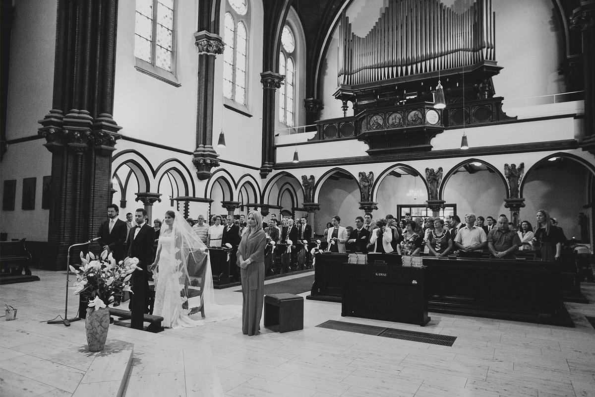 Hochzeitsfoto bei Hochzeit in St. Sebastian Kirche und Meistersaal Berlin © Hochzeitsfotograf Berlin www.hochzeitslicht.de