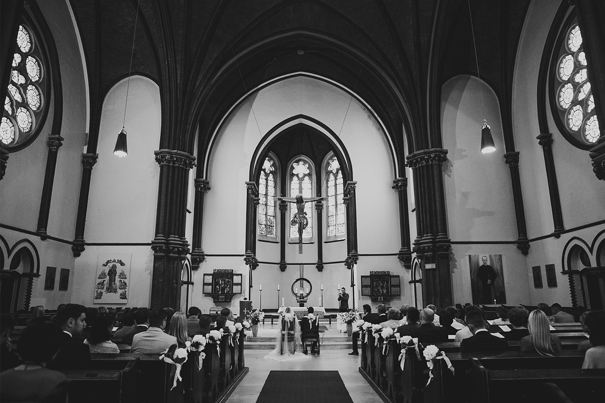Hochzeitsfotografie bei Hochzeit in katholischer St. Sebastian Kirche und Meistersaal Berlin © Hochzeitsfotograf Berlin www.hochzeitslicht.de