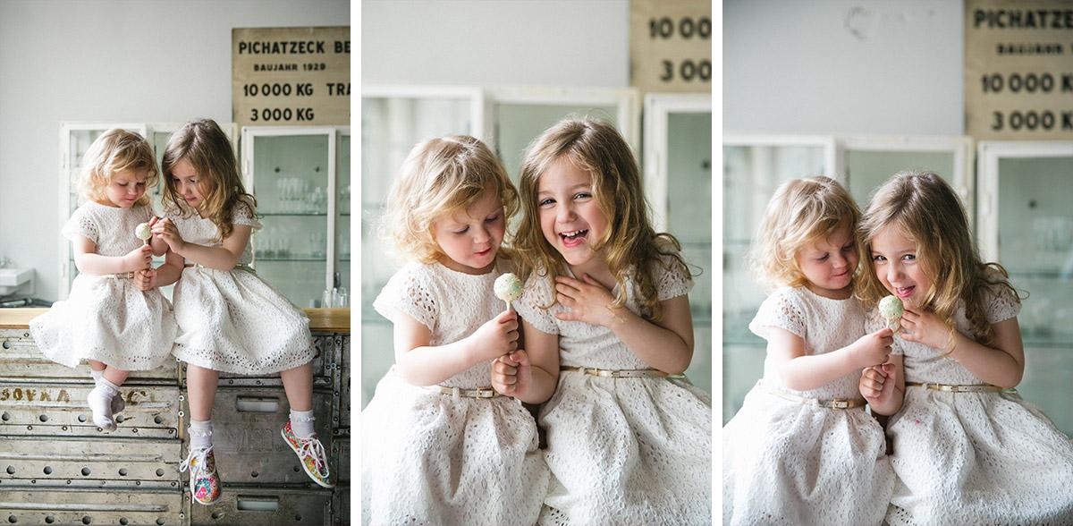 Portraitfotos von zwei kleinen Mädchen bei Vintage-Hochzeit in Fabrik 23 aufgenommen von professioneller Hochzeitsfotografin Berlin © Hochzeitsfotograf Berlin www.hochzeitslicht.de