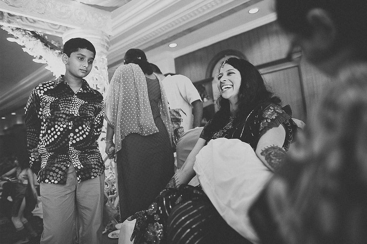 Hochzeitsreportage von Hochzeitsvorbereitungen der Braut in Hyderabad, Indien © Hochzeitsfotograf Berlin hochzeitslicht