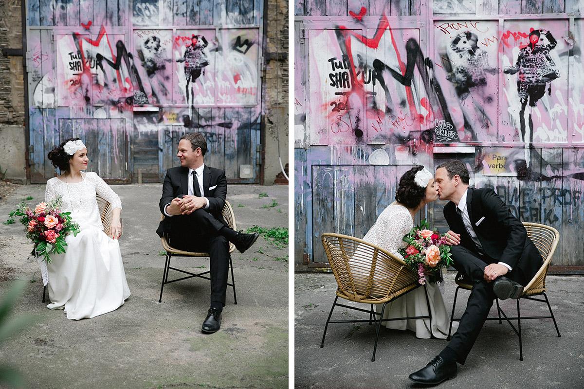 kreative Hochzeitsfotos von Braut und Bräutigam bei Lofthochzeit in Fabrik 23 Berlin © Hochzeitsfotograf Berlin www.hochzeitslicht.de