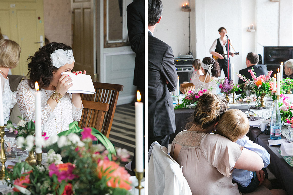 Hochzeitsfoto von gerührter Braut bei Lofthochzeit im Boho-Stil in Fabrik 23 Berlin © Hochzeitsfotograf Berlin www.hochzeitslicht.de