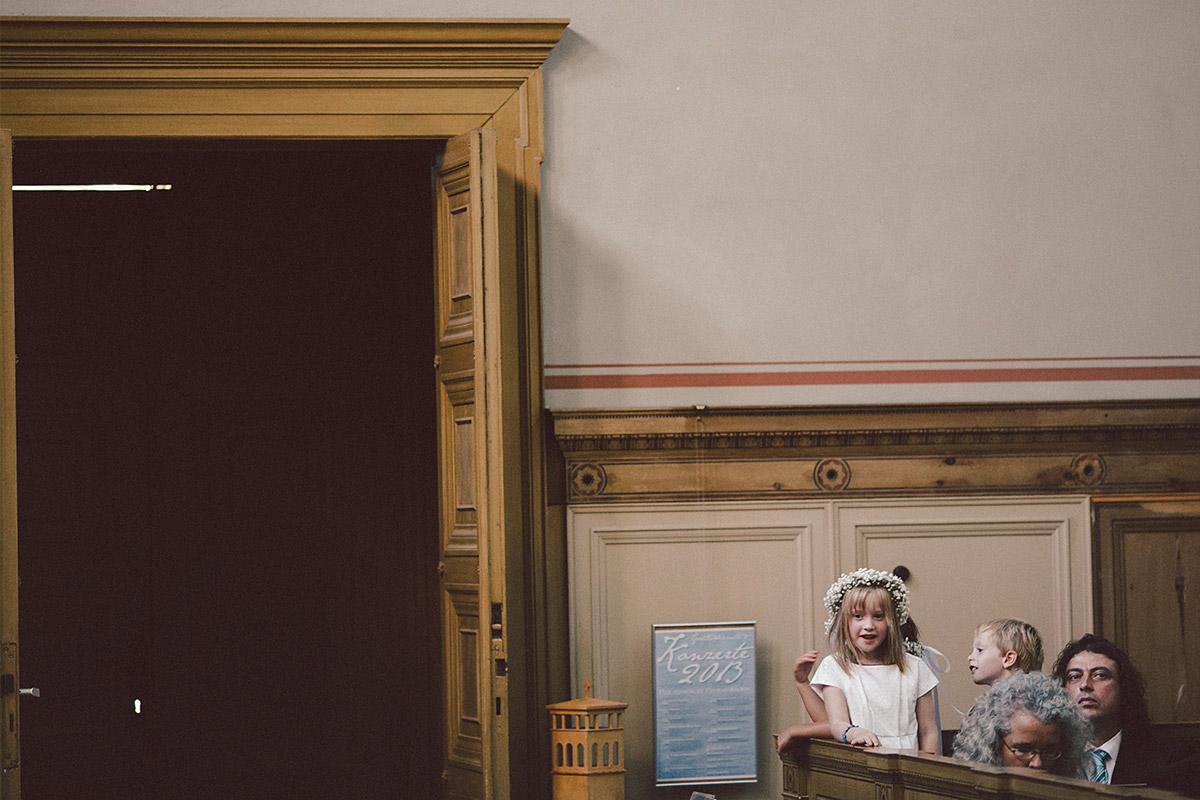 Hochzeitsfoto bei Trauung in Heilandskirche Sacrow Potsdam © Hochzeitsfotograf Berlin www.hochzeitslicht.de