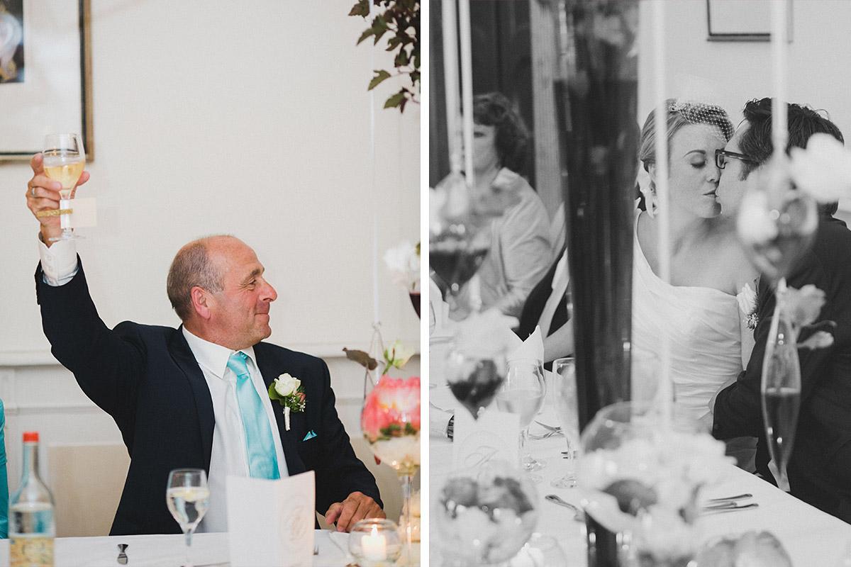 Hochzeitsreportagefoto bei Hochzeitsfeier auf Schloss Herzfelde Uckermark © Hochzeitsfotograf Berlin www.hochzeitslicht.de