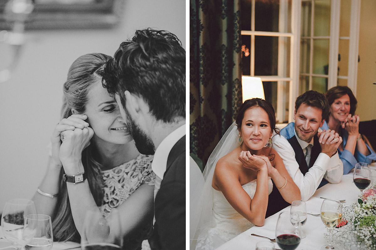 Brautpaar und Gäste bei Hochzeitsfeier am Abend auf Schloss Kartzow Potsdam © Hochzeitsfotograf Berlin www.hochzeitslicht.de