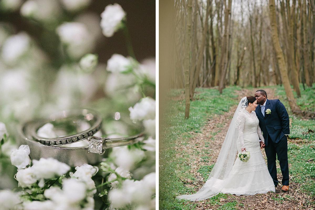 Brautpaarfoto im Wald bei Hochzeit auf Schloss und Gut Liebenberg und Detailfoto der Eheringe auf Schleierkraut © Hochzeitsfotograf Berlin www.hochzeitslicht.de