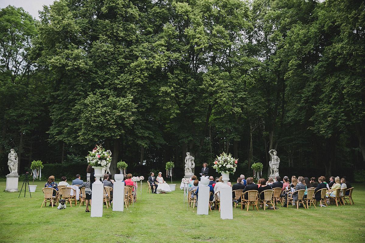 freie Trauung bei Schlosshochzeit im Park von Schloss Herzfelde © Hochzeitsfotograf Berlin www.hochzeitslicht.de