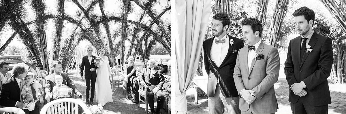Hochzeitsfoto von wartendem Bräutigam auf standesamtliche Trauung im Weidendom im Spreewald © Hochzeitsfotograf Berlin www.hochzeitslicht.de