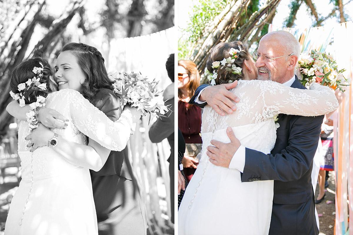 Hochzeitsreportagefotos von Gratulation der Gäste bei Spreewaldhochzeit im Weidendom Schlepzig © Hochzeitsfotograf Berlin www.hochzeitslicht.de