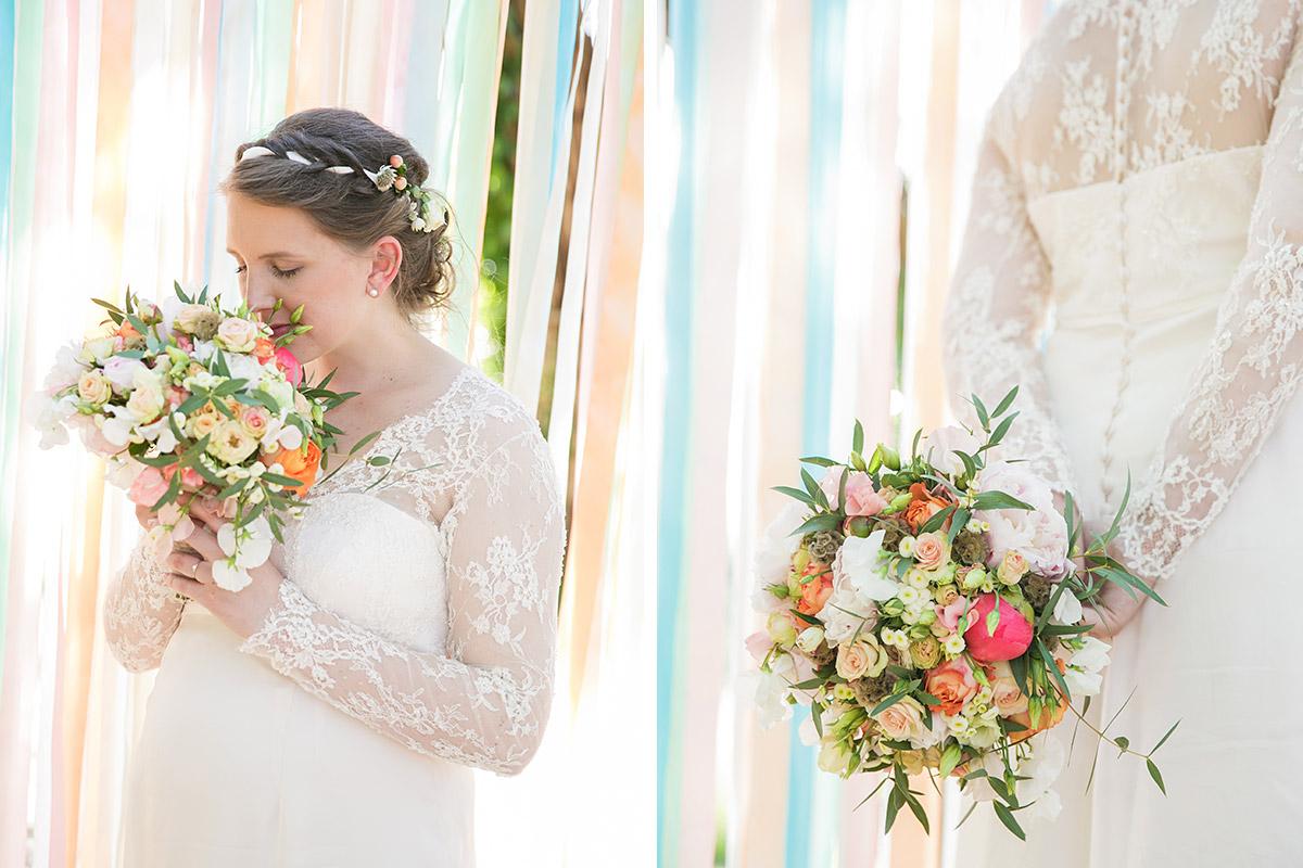 Portraitfoto der Braut mit DIY Brautstrauß bei Boho Hochzeit im Spreewald © Hochzeitsfotograf Berlin www.hochzeitslicht.de