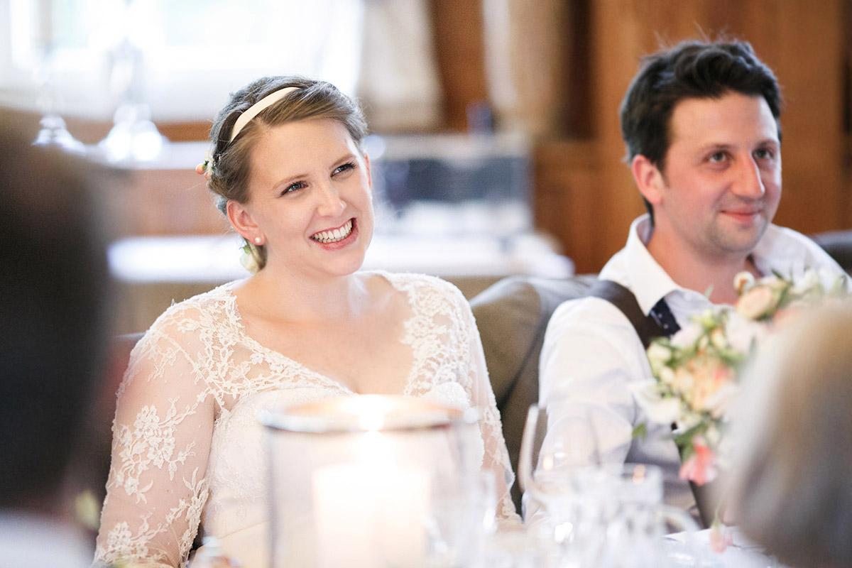 """Ungestelltes Hochzeitsfoto der Braut bei Vintage Hochzeitsfeier im Spreewaldresort """"Seinerzeit"""", Schlepzig © Hochzeitsfotograf Berlin www.hochzeitslicht.de"""