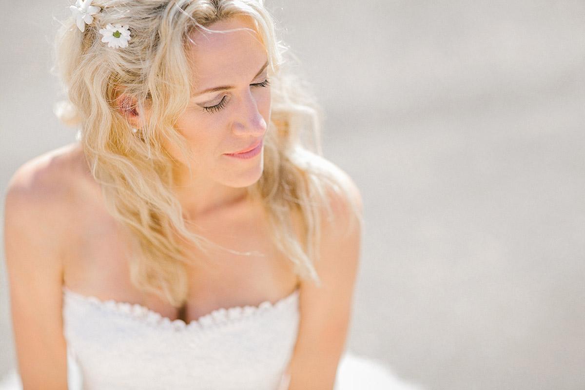 Portraitfoto von Braut bei Strandhochzeit auf Mallorca © Hochzeitsfotograf Berlin www.hochzeitslicht.de