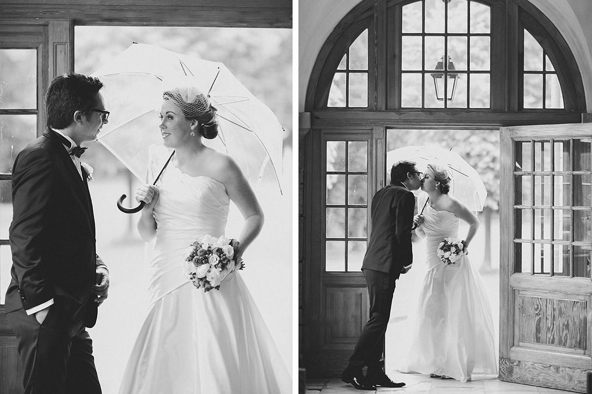 Braut und Bräutigam bei Brautpaar-Fotoshooting während Vintage-Hochzeit auf Schloss Herzfelde © Hochzeitsfotograf Berlin hochzeitslicht