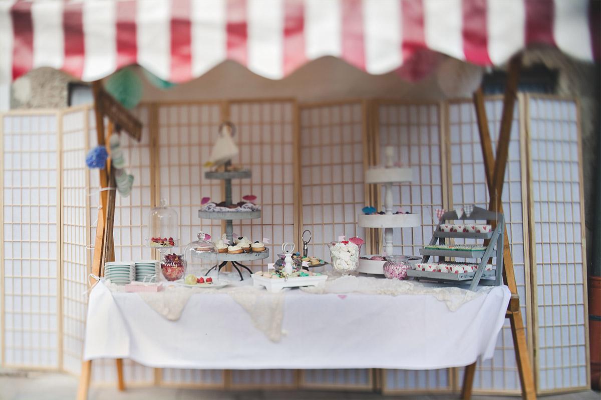 selbstgestaltete DIY Candybar bei DIY-Hochzeit im Vintage-Stil auf Schloss Marquardt Potsdam © Hochzeitsfotograf Berlin hochzeitslicht