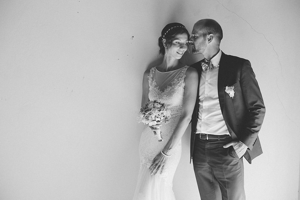 Künstlerisches Brautpaarfoto von professionellem Hochzeitsfotograf bei Landhochzeit im Kultur-Gut Wrechen © Hochzeit Berlin www.hochzeitslicht.de