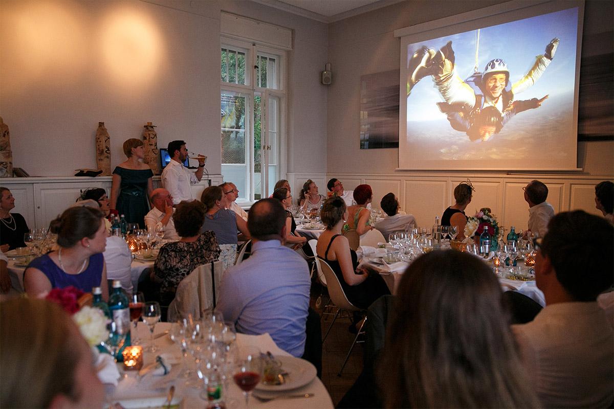 Hochzeitsfest am Abend im Gästehaus Villa Blumenfisch Berlin Wannsee © Hochzeitsfotograf Berlin www.hochzeitslicht.de