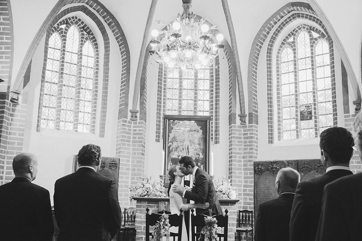 authentisches Hochzeitsfoto bei Ja-Wort in St Annen Kirche Berlin aufgenommen von Hochzeitsfotograf Berlin © Hochzeitsfotograf Berlin www.hochzeitslicht.de