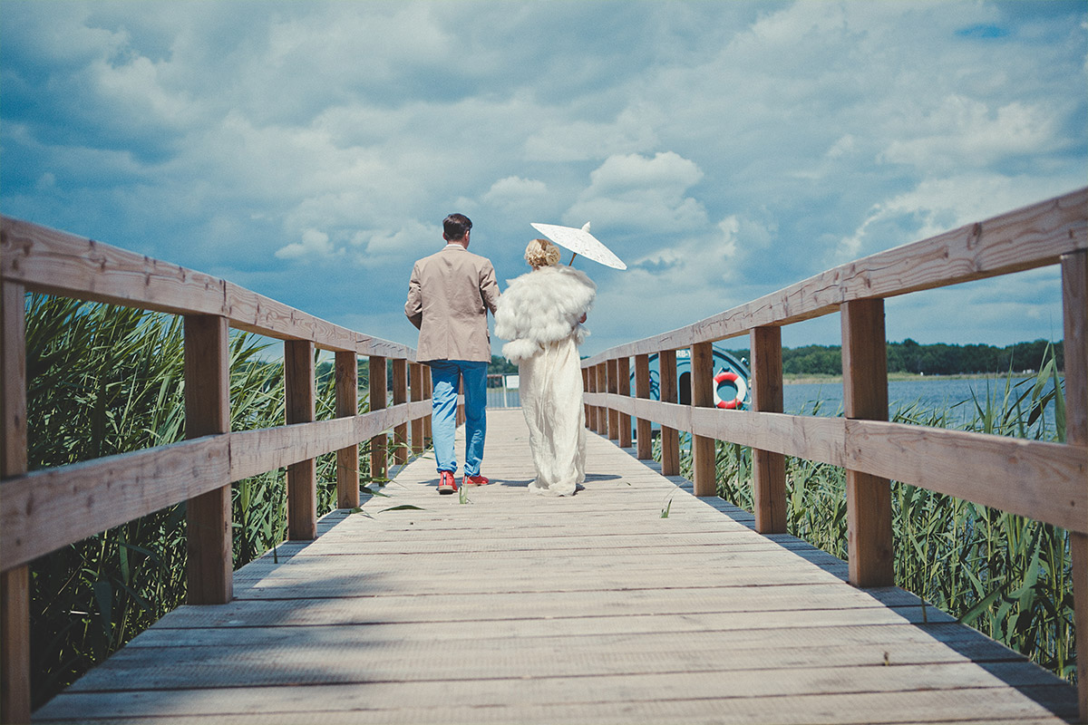 Hochzeitsfotografie am Schwielowsee von Brautpaar bei Vintage-Hochzeit Potsdam © Hochzeitsfotograf Berlin hochzeitslicht