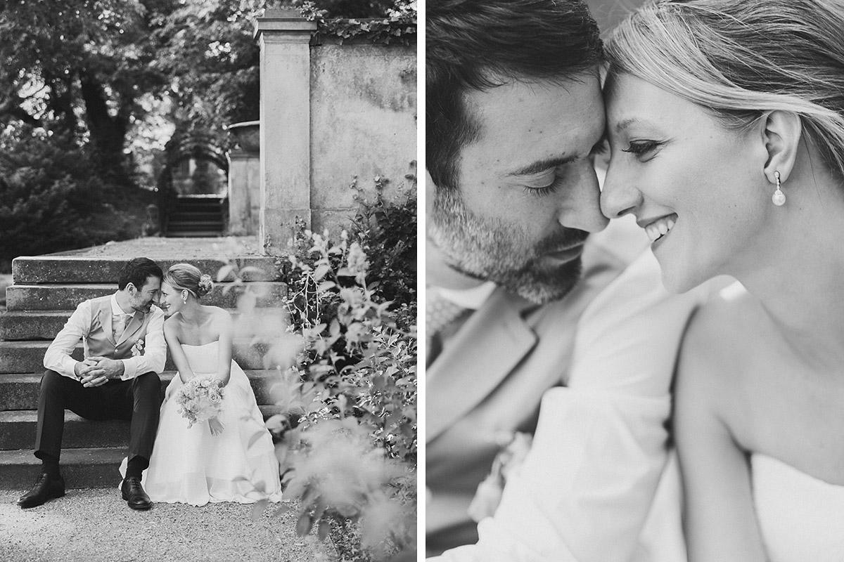 Romantische Hochzeitsfotografie von Brautpaar im Park von Schloss Glienicke in Berlin-Wannsee © Hochzeitsfotograf Berlin www.hochzeitslicht.de