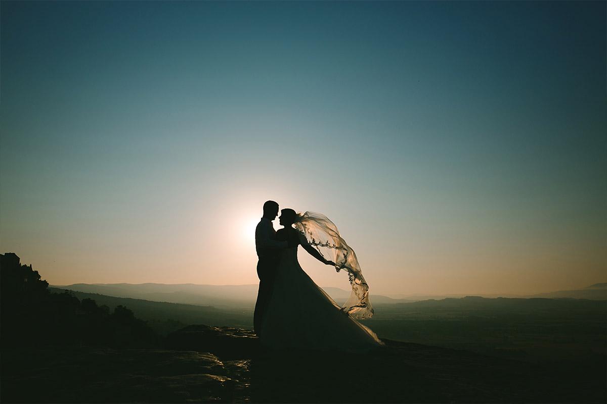 After-Wedding-Portrait von Braut und Bräutigam bei After-Wedding-Fotoshooting aufgenommen von Berliner Hochzeitsfotografin in der Provence, Frankreich © Hochzeitsfotograf Berlin hochzeitslicht
