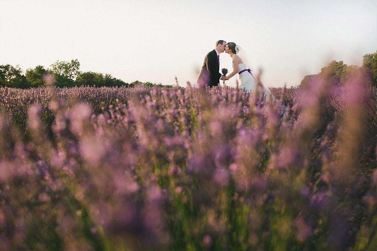 Hochzeitsfoto von Brautpaar beim After-Wedding-Shooting in der Provence aufgenommen von Berliner Hochzeitsfotografin © Hochzeitsfotograf Berlin hochzeitslicht