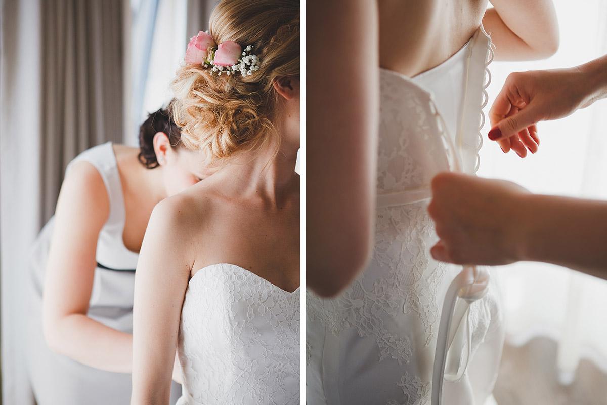 Hochzeitsreportagefoto von Vorbereitungen der Braut auf Schlosshochzeit in Schloss Sanssouci Potsdam im Hotel NH Berlin Kurfürstendamm © Hochzeitsfotograf Berlin www.hochzeitslicht.de