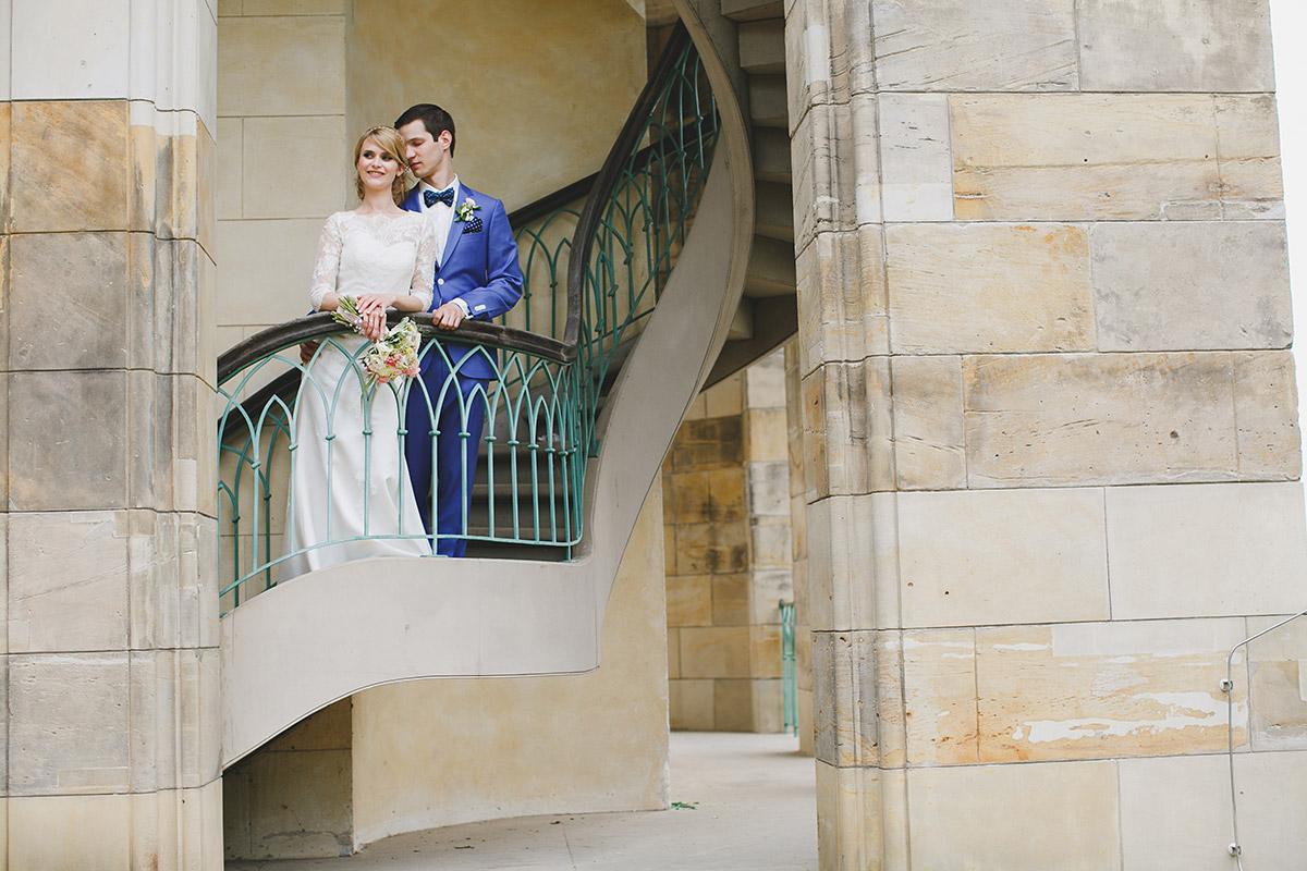 Künstlerisches Hochzeitsfoto von Brautpaar bei klassischer Schloss Hochzeit in Potsdam © Hochzeitsfotograf Berlin www.hochzeitslicht.de