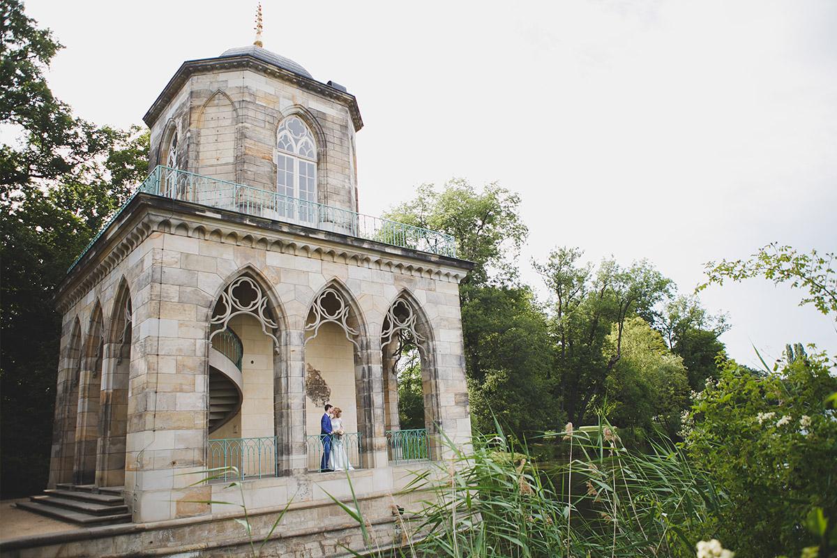 Romantisches Hochzeitsfoto von Brautpaar bei Hochzeit Schloss Marquardt Potsdam © Hochzeitsfotograf Berlin www.hochzeitslicht.de