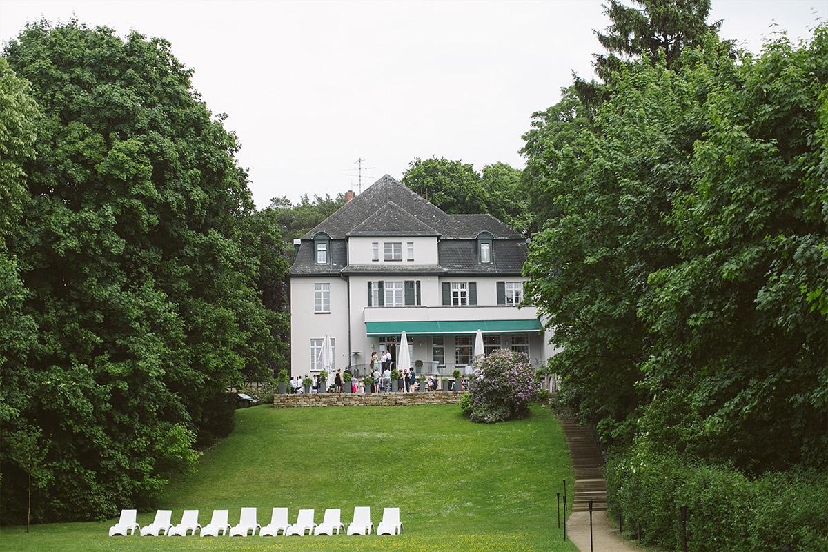 Hochzeitsfoto von Hochzeit im Gästehaus Villa Blumenfisch © Hochzeitsfotograf Berlin www.hochzeitslicht.de