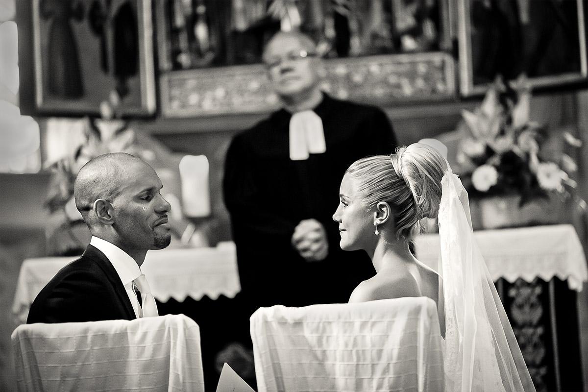 Hochzeitsfoto von Braut und Bräutigam bei kirchlicher Trauung bei Gut Wendgräben Hochzeit Brandenburg an der Havel © Hochzeitsfotograf Berlin www.hochzeitslicht.de