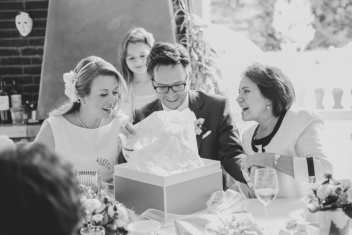 Hochzeitsfotografie bei Hochzeitsfeier in Berlin nach standesamtlicher Trauung in Hochzeitsvilla Berlin Zehlendorf © Hochzeitsfotograf Berlin hochzeitslicht