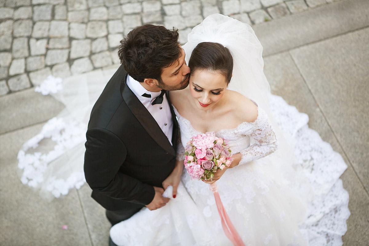 Hochzeitsfotografie von Brautpaar im Vintage-Stil bei Berlin Vintage-Hochzeit © Hochzeitsfotograf Berlin hochzeitslicht
