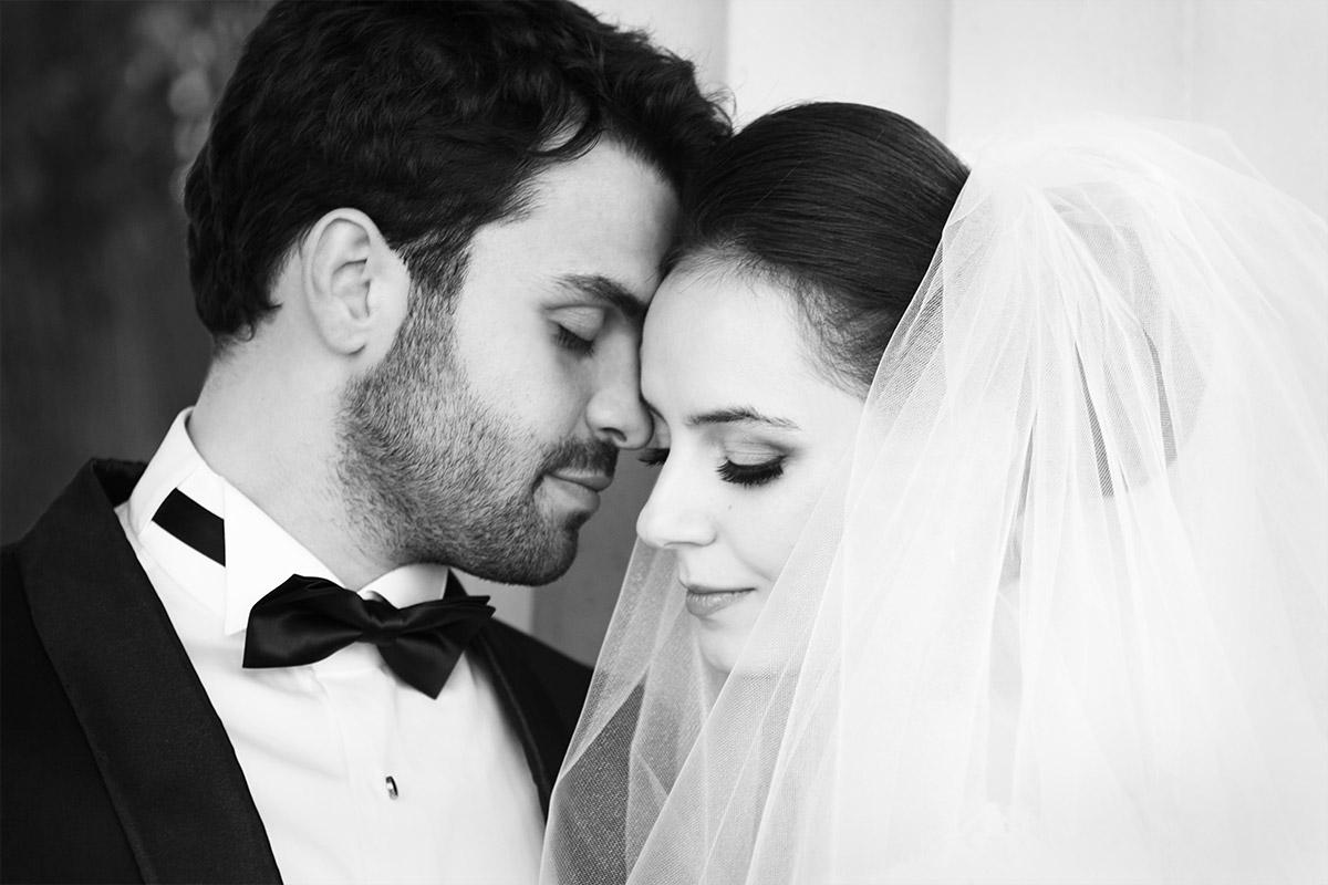 Hochzeitsfoto von Brautpaar aufgenommen von Hochzeitsfotografin Melanie Meissner bei Vintage-Hochzeit in Berlin Mitte © Hochzeitsfotograf Berlin hochzeitslicht