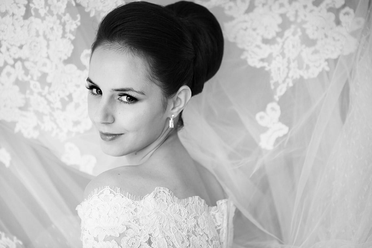 Hochzeitsfotografie der Braut bei Vintage-Hochzeit in Berlin aufgenommen von Berliner Hochzeitsfotografin Melanie Meissner © Hochzeitsfotograf Berlin hochzeitslicht