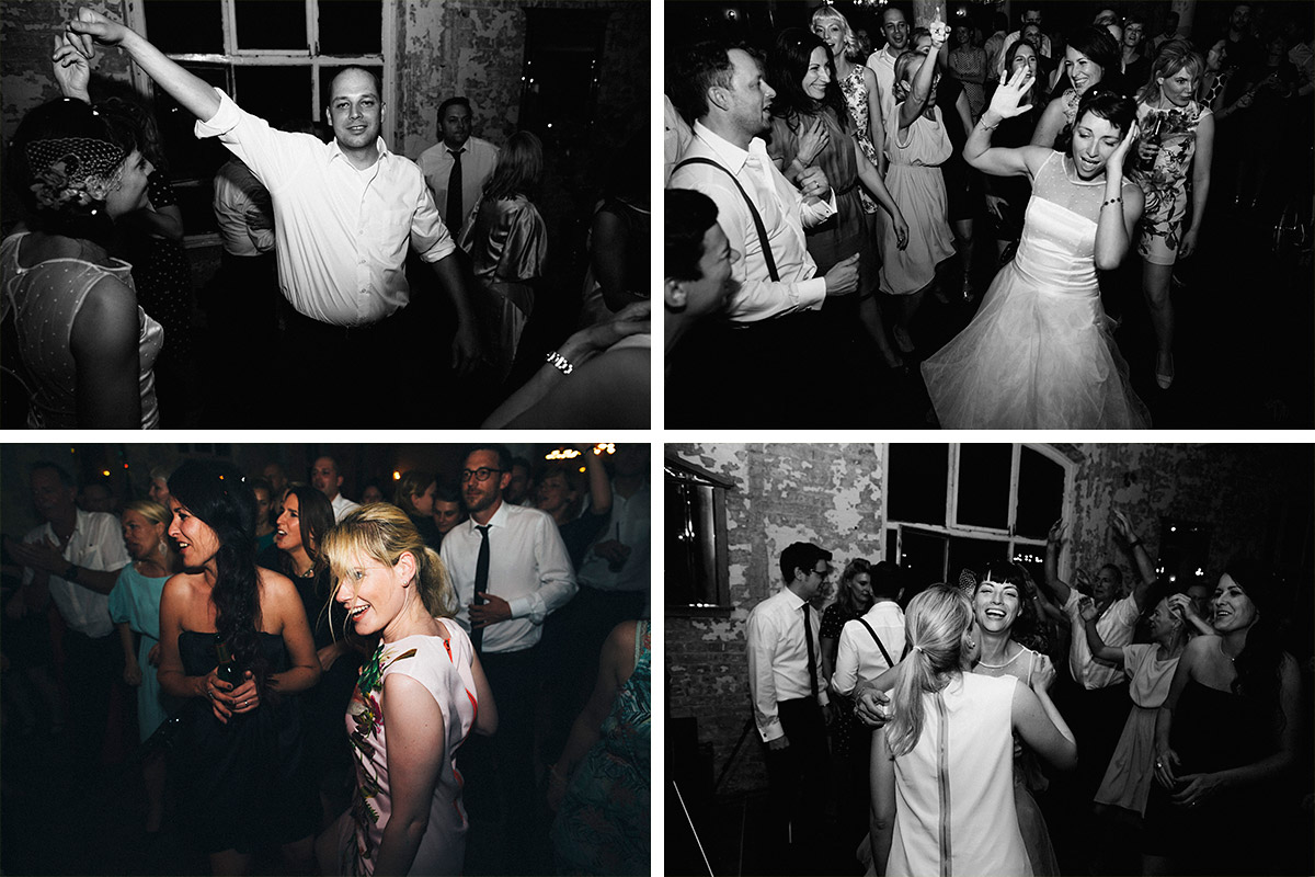 Fotos von tanzenden Gästen bei Hochzeitsfeier in Alter Teppichfabrik Berlin © Hochzeit Berlin www.hochzeitslicht.de