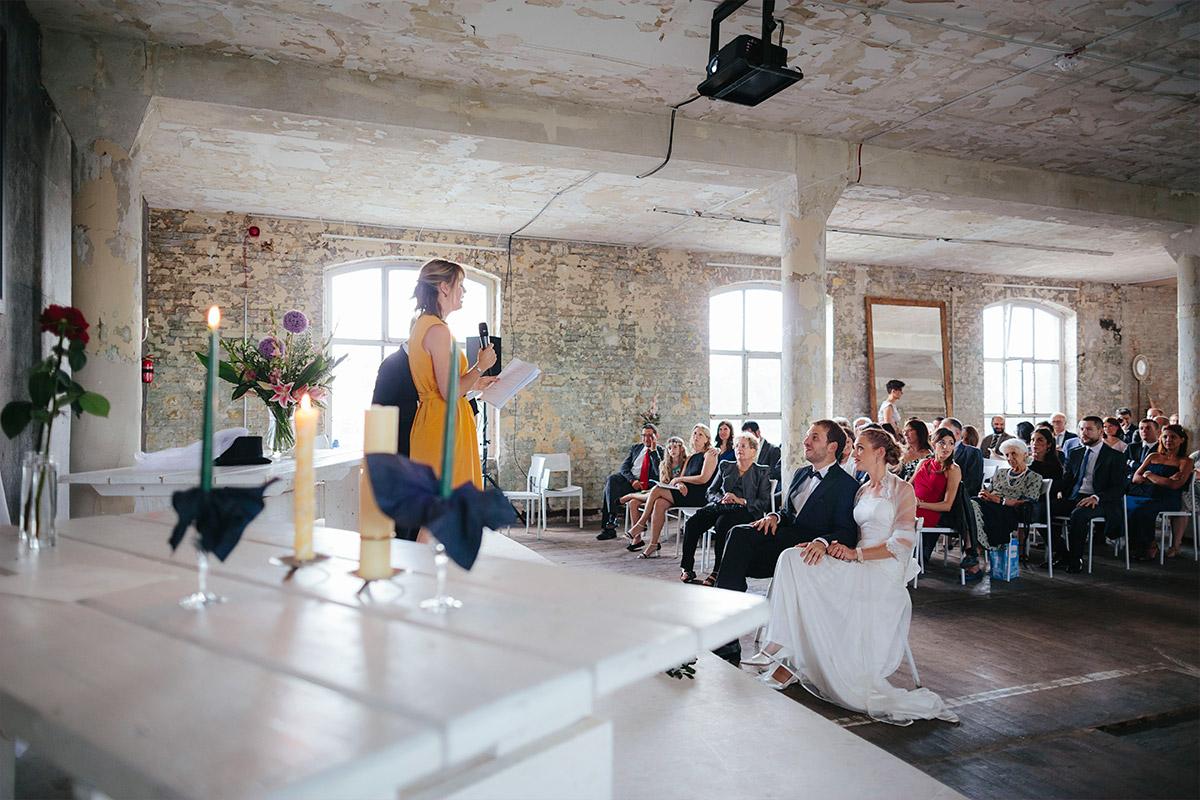 Hochzeitsfoto von Hochzeit in Alter Teppichfabrik Berlin aufgenommen von professionellem Hochzeitsfotograf © Hochzeit Berlin www.hochzeitslicht.de