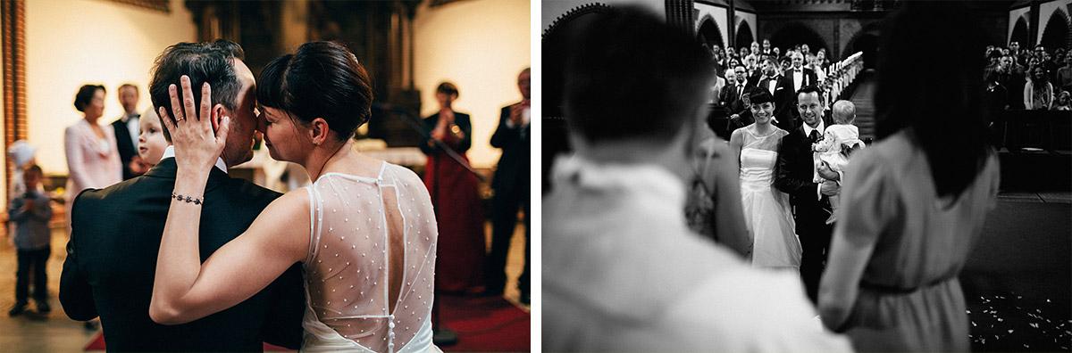 authentische Hochzeitsfotos von Brautpaar in Erlöserkirche Lichtenberg bei Hochzeitsreportage Alte Teppichfabrik Berlin © Hochzeit Berlin www.hochzeitslicht.de