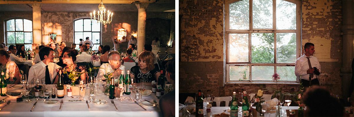 Hochzeitsfeier am Abend bei Hochzeit Alte Teppichfabrik Berlin Friedrichshain © Hochzeit Berlin www.hochzeitslicht.de